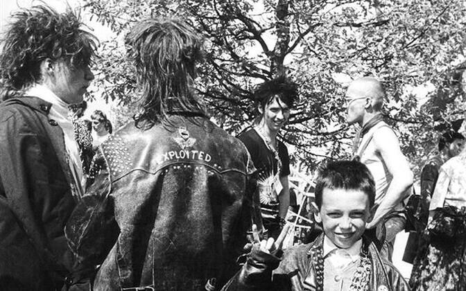 Punk on eelkõige elurõõm, mitte niivõrd viha. Kui ei lasta elust rõõmu tunda, siis see tekitab loomulikult viha. Siis punkarid seda ka väljendavad; väljendasid 1987. aastal ja väljendavad ka nüüd.