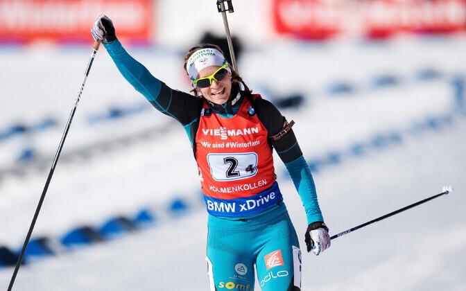 Anais Besond (Prantsusmaa) MK-etapi võitu tähistamas.