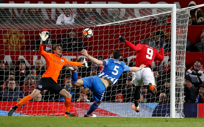 Romelu Lukaku 1:0 väravat löömas.