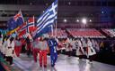 Parasportlased enda riigi lippudega staadionile sisenemas.