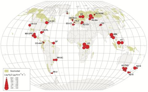 Uurimisalad ja nende keskmine mõõdetud naerugaasiheide maailma soomuldade kaardil.