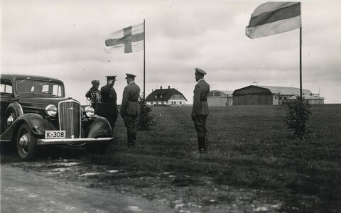 Härrased kindralid Lasnamäe lennuväljal.