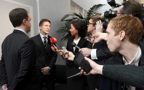 Прокурор отвечает на вопросы журналистов.