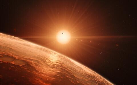 TRAPPIST-1 süsteem kunstniku nägemuses.