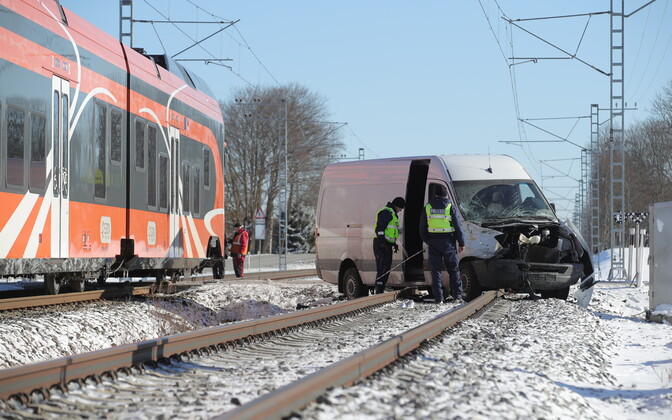 The scene of the crash at the railroad crossing in Saue on Wednesday morning. March 21, 2018.