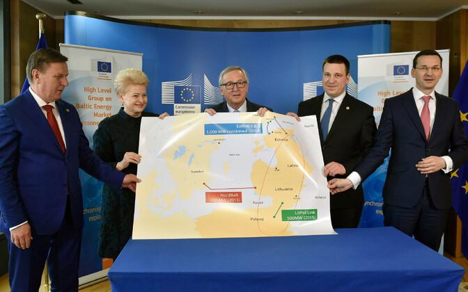 Balti riikide ja Poola juhid koos Euroopa Komisjoni presidendi Jean-Claude Junckeriga 22. märtsil Brüsselis.