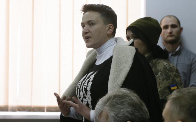 Nadia Savtšenko 23. märtsil Kiievis kohtusaalis.