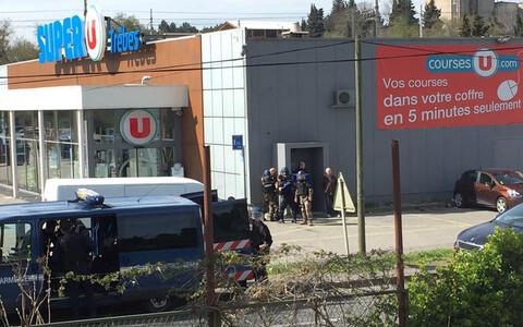Французские полицейские на месте происшествия.