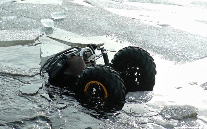 The ATV broke through the ice. Apart from the damaged vehicle and a lost phone, the fishers got away unscathed.