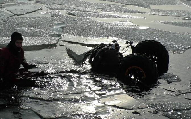 Märtsi lõpus Peipsil läbi jää vajunud ATV.