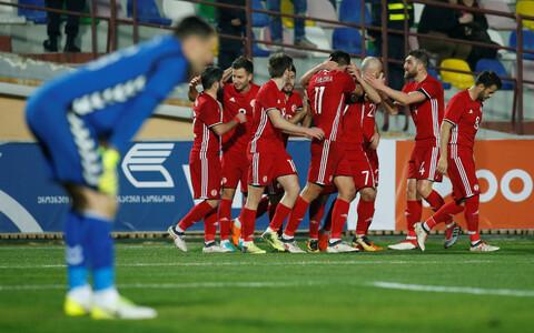 Gruusia jalgpallikoondis Leedule löödud väravat tähistamas
