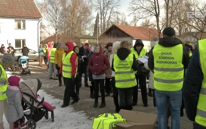 Жители Валга против закрытия родильного отделения.