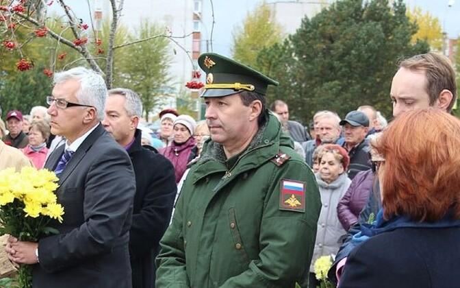 Военный атташе посольства РФ в Эстонии, полковник Олег Афанасьев (в зеленом мундире).