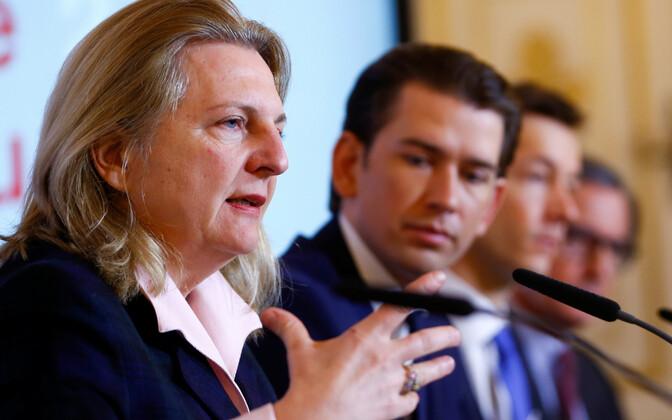 FPÖ poolt Austria välisministriks esitatud Karin Kneissl ja liidukantsler Sebastian Kurz.