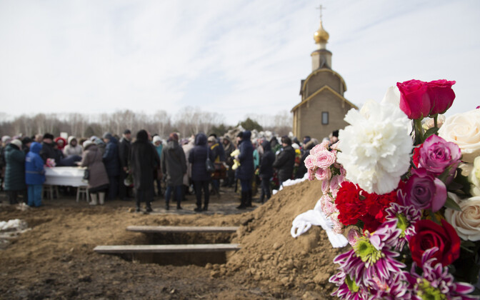 В России начался общенациональный траур по жертвам пожара в Кемерове.