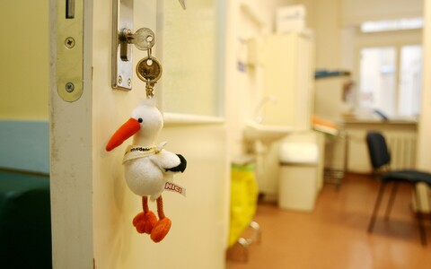 A symbolic stork keychain at the maternity ward of Tartu University Hospital.