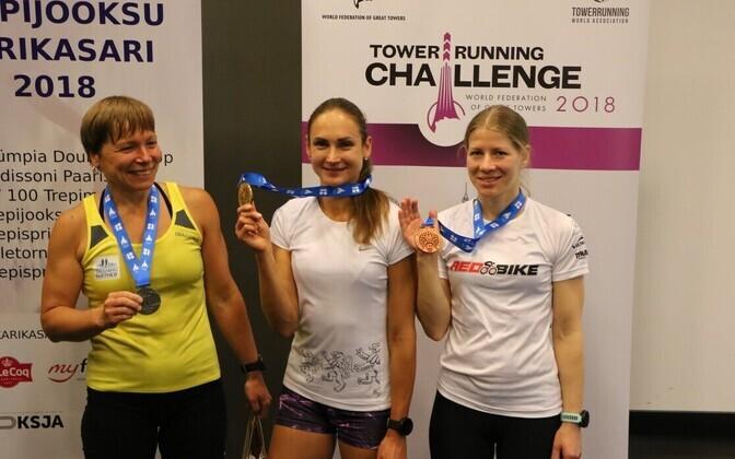 Pildil naiste klassi medalivõitjad