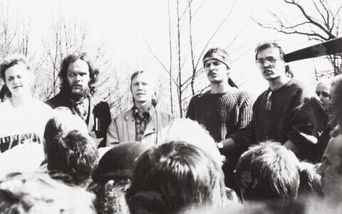 Tartu muinsuskaitsepäevad 1988. Tiina Eier, Tõnn Sarv, Toomas Lunge, Andrus Rootsmäe ja Tõnis Lukas Raadil.
