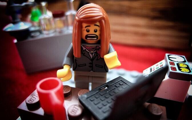 Sotsiaalteaduste dokotorandid käivad sageli doktorantuuri kõrvalt tööl, et ära elada ning töötavad kohtadel, mis pole seotud nende uuringutega.