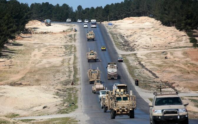 USA toetatud koalitsioonijõudude sõidukid Süürias Mabijs.