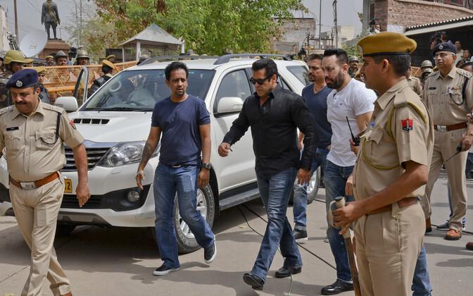Salman Khan kohtusse minemas.