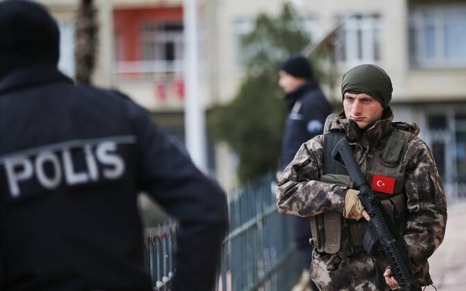 Полицейский и боец спецподразделения Турции