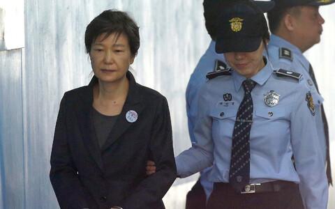 Пак Кын Хе признали виновной в коррупционных преступлениях в бытность лидером страны.