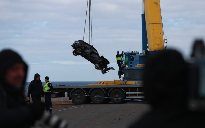 The BMW that drove off of Pakri Cliff on Thursday night was recovered with the help of a crane on Friday. April 6, 2018.
