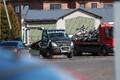 Jaanus Vingi koduhoov, kust politsei tema masinaid minema viib