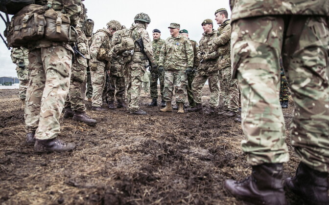 NATO Supreme Allied Commander Europe (SACEUR) Gen. Curtis Scaparrotti visiting NATO troops stationed in Tapa.