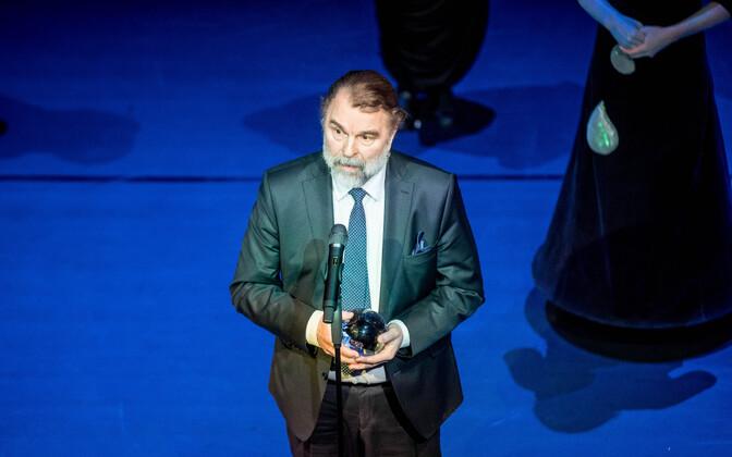 Martin Veinmann teatri aastaauhindade jagamisel
