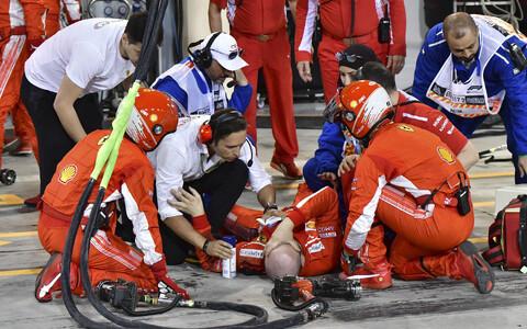 Kimi Räikköneni autolt löögi saanud Ferrari mehaanik Francesco Cigorini