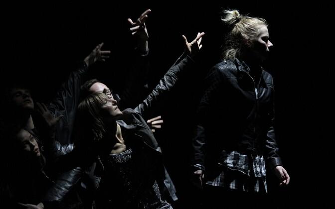Rakvere teatri ja Fine5 tantsuteatri lavastuse