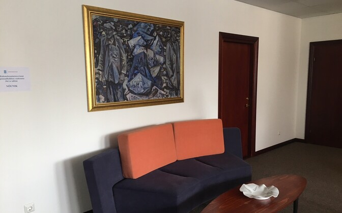 A Viidalepp painting in the waiting room at the office of the County Governor.