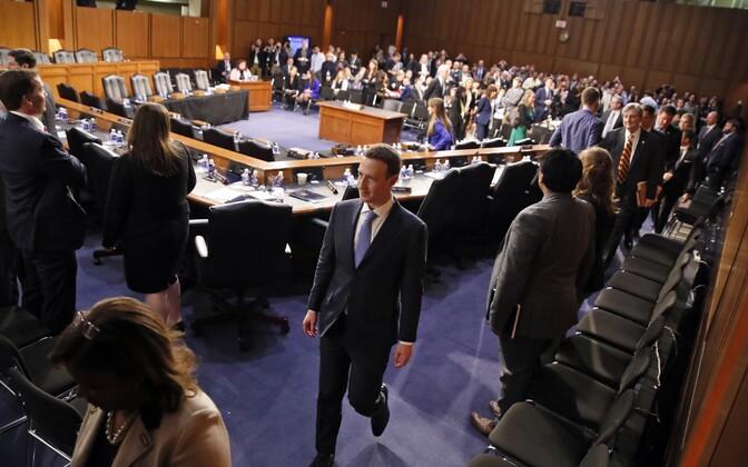 Цукерберг заявил сенаторам, что компания не делится данными пользователей с рекламодателями