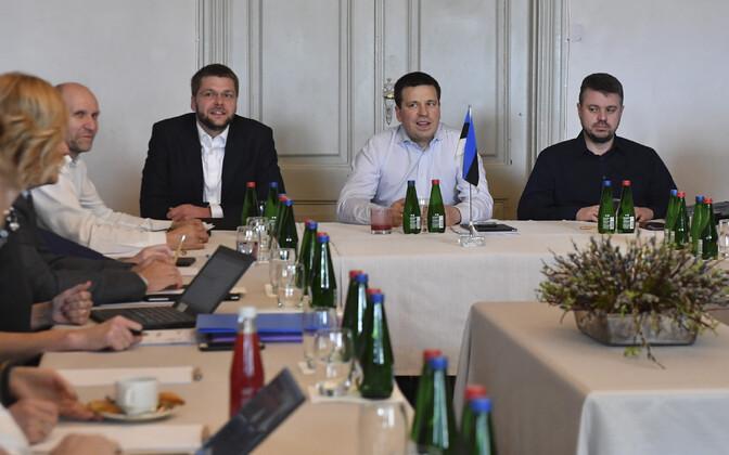 Helir-Valdor Seeder (vasakult), Jevgeni Ossinovski, Jüri Ratas ja Urmas Reinsalu.
