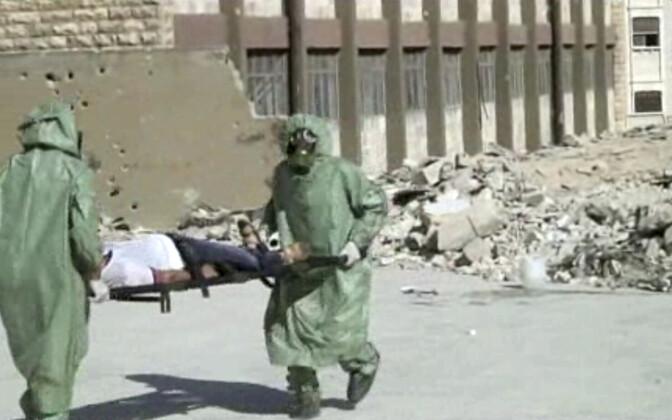 Kaader AP videost Süürias toimunud õppusest keemiarünnaku korral tegutsemise kohta.