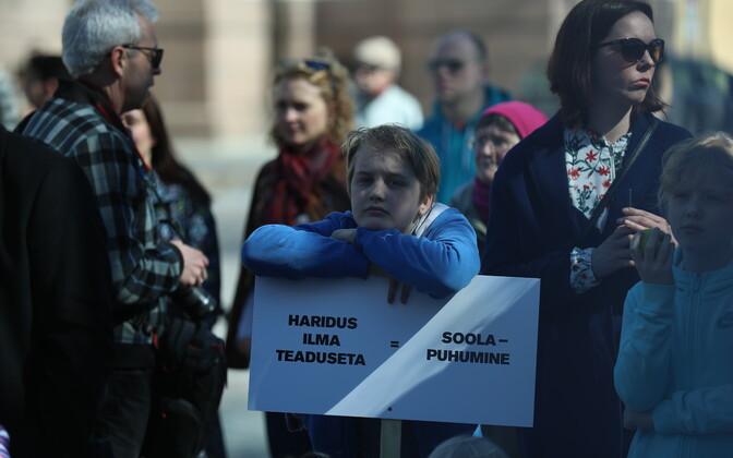 Teaduse nimel toimunud marss tõi tänavale teadlased ja teadussõbrad.