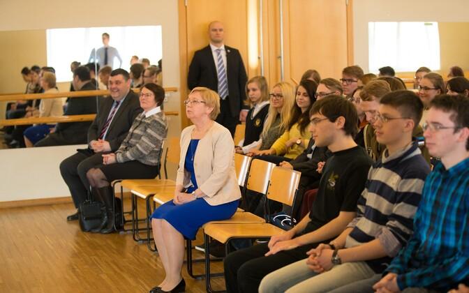 Нина Сытник (в центре) - одна из тех, кто получит награду.