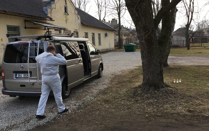 Kohtla-Järvel leiti tapetuna 15-aastane neiu, fotod sündmuskohalt.