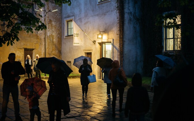 Muuseumiööl saab sisse kiigata ka Eesti tarbekunsti- ja disainimuuseumi.