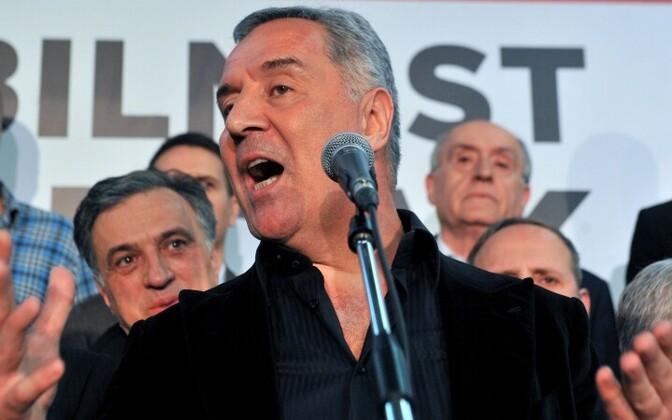 Лидер правящей Демократической партии социалистов Мило Джуканович обещает вывести страну в ЕС.