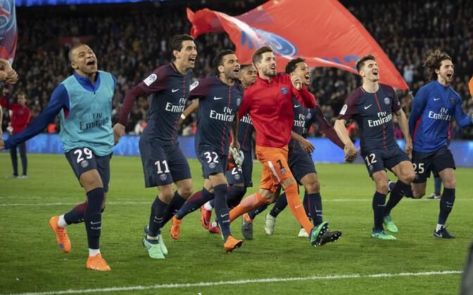 Pariisi Saint-Germaini mängijad tähistamas.