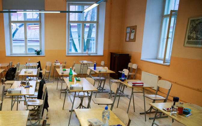 Desks ready at Gustav Adolf High School ahead of the Estonian language state exam that began on Monday morning. April 16, 2018.