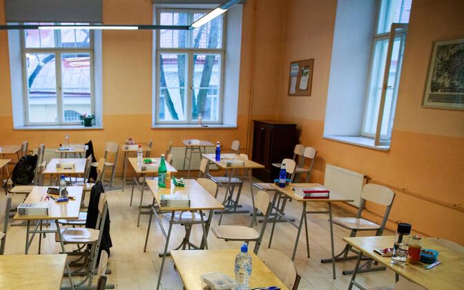 Desks ready at Gustav Adolf High School ahead of the Estonian language state exam that began on Monday morning. April 16, 2018.