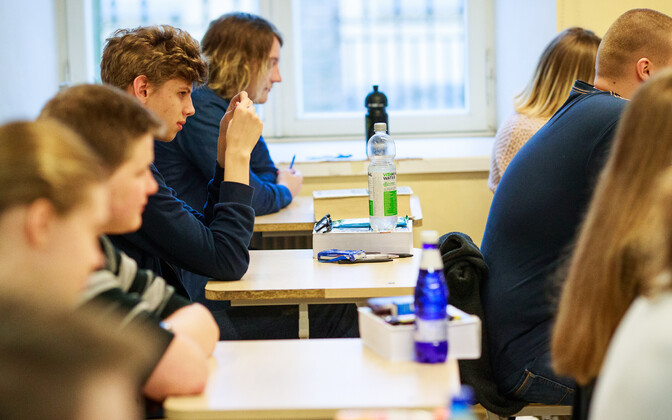 12th graders about to take the Estonian language state exam at Gustav Adolf High School Monday morning. April 16, 2018.