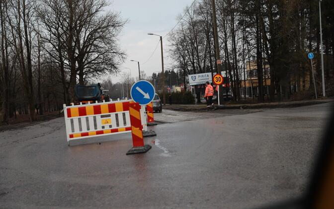 Ремонт на перекрестке Нарвского шоссе и улицы Пярнамяэ.