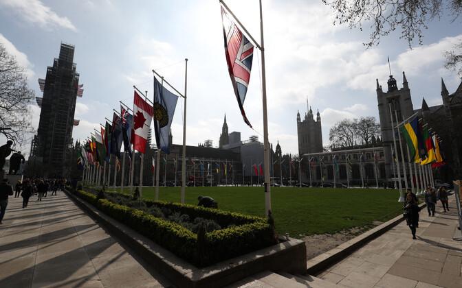 Rahvaste Ühenduse riikide lipud Londonis.