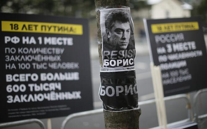 Poster Boriss Nemtsovi pildiga Londonis