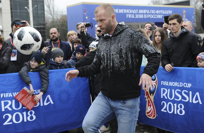 52082f6e1a2 Islandi jalgpallilegend Eidur Gudjohnsen reisib samuti Venemaale kaasa,  kuigi väljakul teda enam ei näe. Autor: Reuters/Scanpix